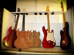Assi Guitars